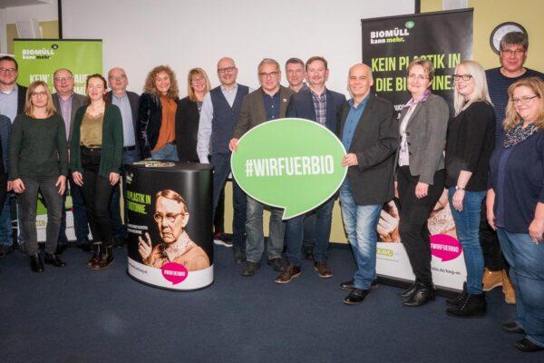 Die Mitglieder der Verwaltungsgruppe Abfall stehen hinter der Kampagne #WIRFUERBIO